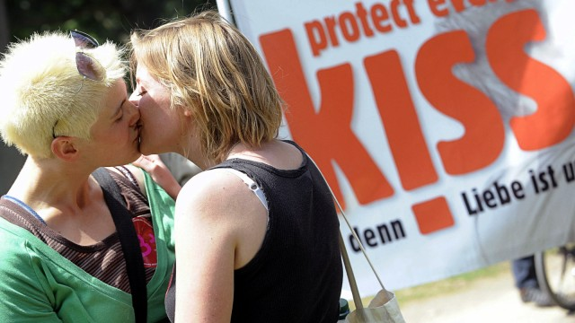 'Buendnis gegen Homophobie' will Zeichen gegen Gewalt setzen