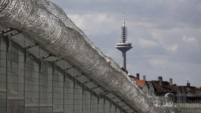 Allah hinter Gittern - In der JVA Frankfurt I haelt ein Imam das Freitagsgebet