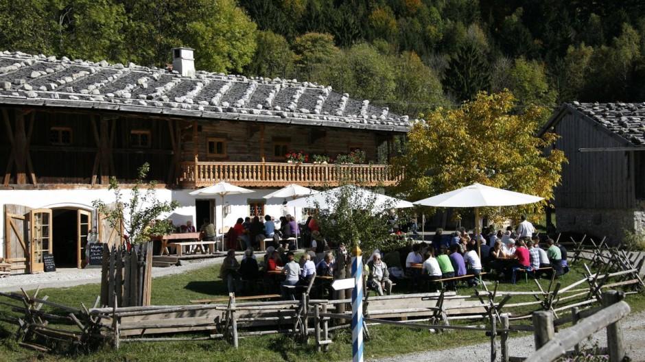 """Ausflugsziele Bayern Wirtshaus """"Zum Wofen"""""""