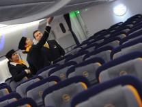 Lufthansa-Flugbegleiter stimmen für Streik