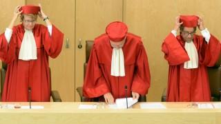 Karlsruhe: Asylbewerber haben Anspruch auf mehr Geld