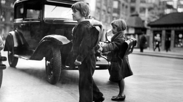 Kinder im Straßenverkehr, 1931
