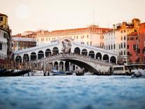Die Rialto-Brücke in Venedig: Die Venezianer stimmen derzeit über ihre Unabhängigkeit ab.