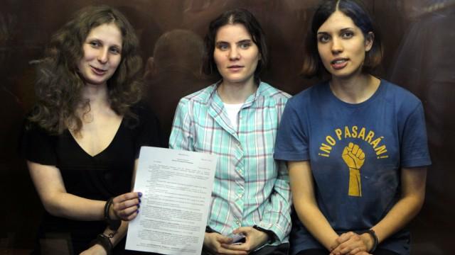 Nadezhda Tolokonnikova,Yekaterina Samutsevich,Maria Alekhina