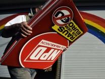 Polizei in NRW durchsucht 120 Gebaeude der rechten Szene