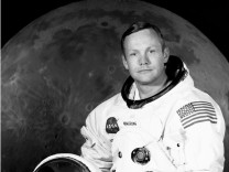 Neil Armstrong, the 1st man on the moon, has died at age 82