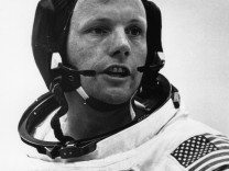 File: Neil Armstrong dies at 82    Neil Armstrong