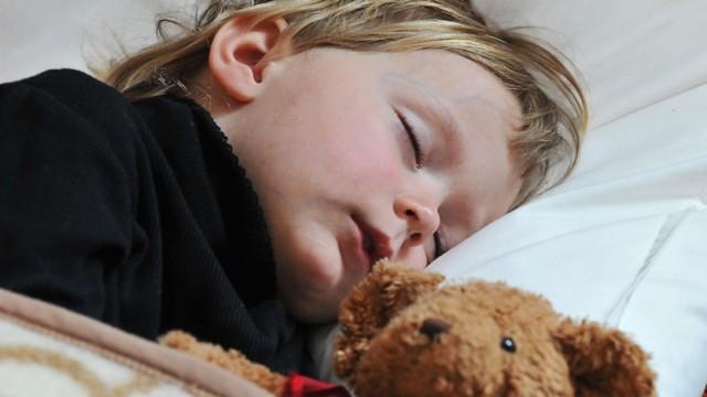 Kleinkind Schläft Nicht In Seinem Bett