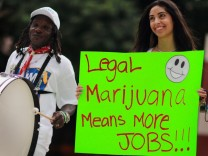 Florida Attorney General Candidate Leads Pro Marijuana Rally