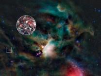 Zuckermoleküle in Gaswolken aus der Umgebung eines jungen Sterns