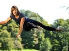 Slacklinerin Faith Dickey aus Texas beim Training im Englischen Garten in München.