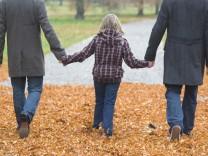 Schwules Pärchen mit Tochter in Hannover Homosexualität Homo-Ehe Kirche