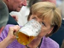 Angela Merkel auf Gillamoos-Volksfest