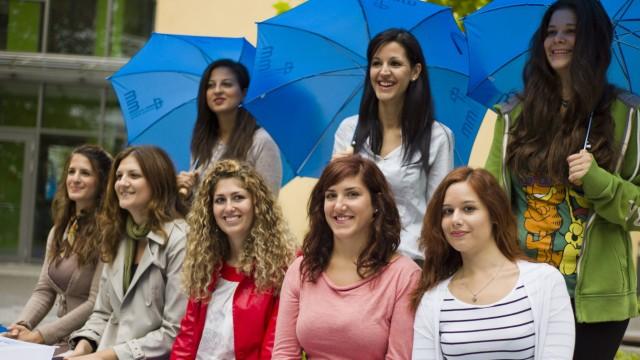 Griechische Erzieherinnen
