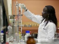 Wissenschaftliche Studienergebnisse werden erst anerkannt, wenn sie wiederholt und überprüft wurden. Eine US-Firma bietet dies Forschern nun an - gegen Gebühr.