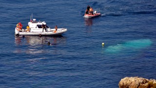 A refugee boat carrying over 100 refugees sank off the coast of I
