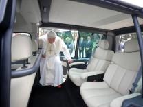 Papamobil, Papst Benedikt XVI., Benedikt XVI., Papst, Renault, Kangoo, Elektroauto