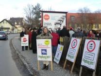 Demo in Hauptstraße Weßling