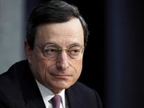 Draghi rechtfertigt Anleihekaeufe mit Irrationalitaet an Kapitalmaerkten