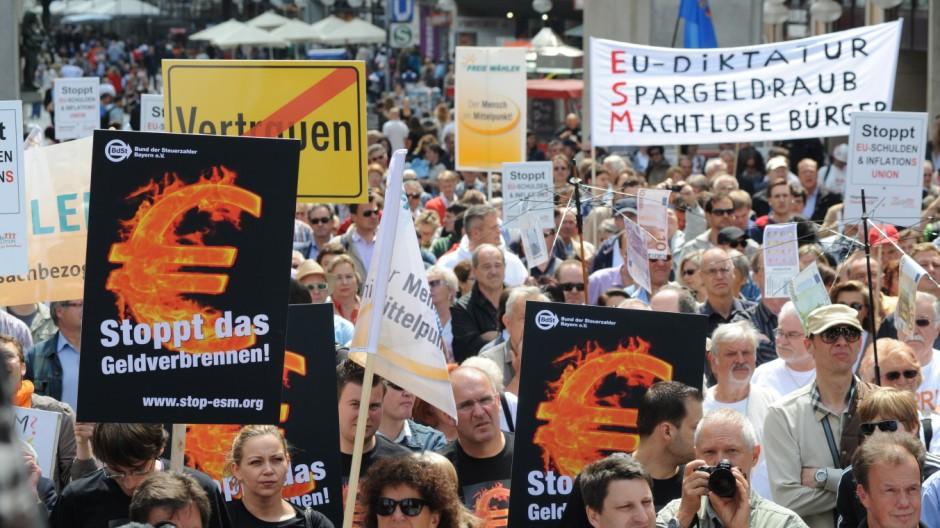 Freie Wähler demonstrieren in München gegen Euro-Rettungsschirm, 2012