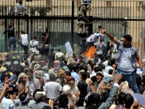 Yemeni protesters storm the US embassy
