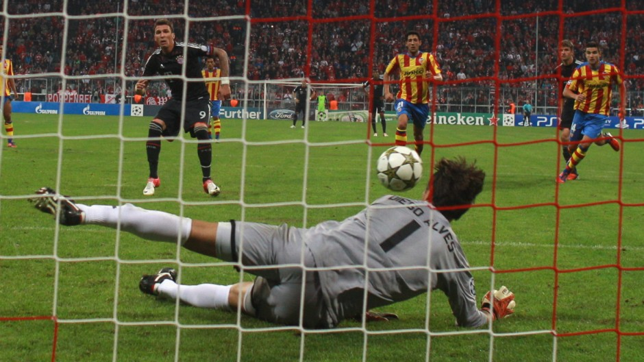 FC Bayern Muenchen vs Valencia CF - UEFA Champions League