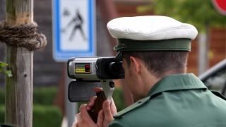 Polizei kontrolliert Tempo vor Schulen
