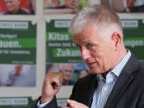 Kuhn stellt Plakate zur Stuttgarter OB-Wahl vor