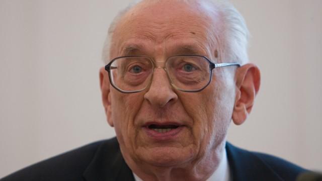 Wladyslaw Bartoszewski wird 88