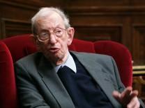 Eric Hobsbawm dies at 95
