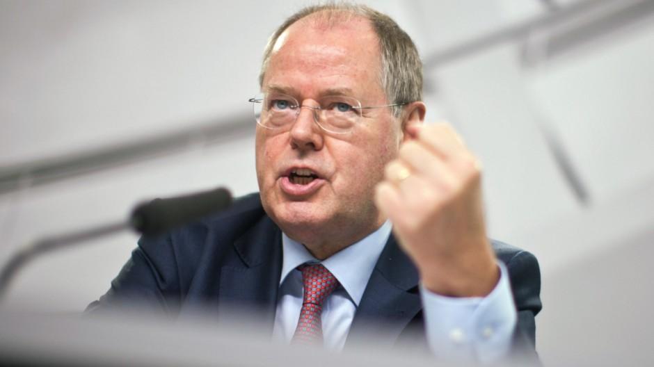 Peer Steinbrück stellt Finanzmarktpapier vor