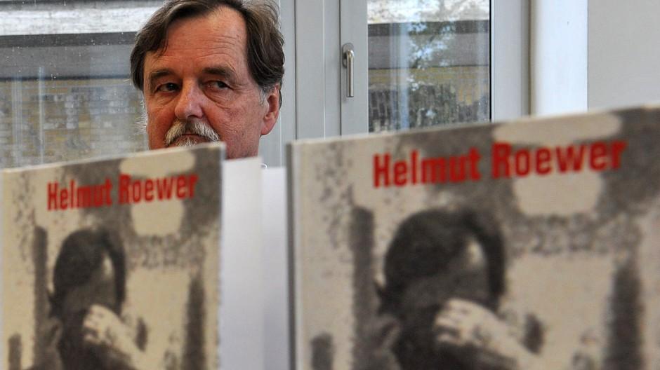 Frueherer Thueringer Geheimdienstchef stellt Buch in Berlin vor