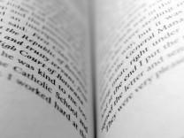Buch / Buchseite / lesen / offen