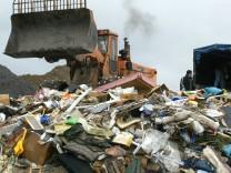 In Zukunft könnte das Buddeln im Abfall für die Recycling-Industrie interessant werden.