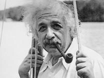 Albert Einstein auf seiner Segelyacht