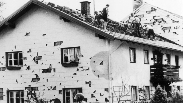 Aufräumungsarbeiten nach dem Hagelschlag vom 12.07.1984 in München