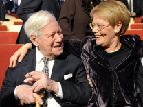 Loki Schmidt wird 90