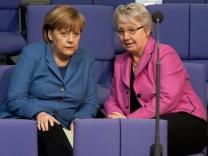 Merkel gibt Schavan Rueckendeckung