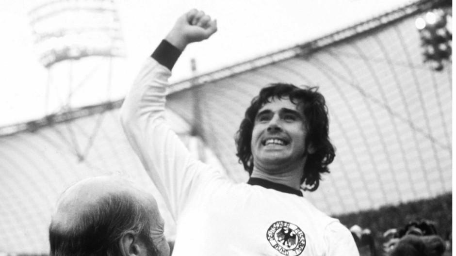 JUBEL VON MÜLLER UND SCHÖN NACH WM-SIEG 1974