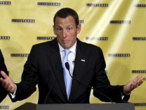 Armstrong tritt als Vorsitzender seiner Stiftung zurueck