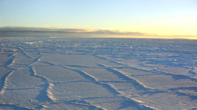 Das Eis der Antarktis schmilzt im Westen, doch im Osten nimmt die Masse zu.