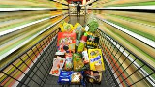 Einkaufswagen mit Lebensmitteln