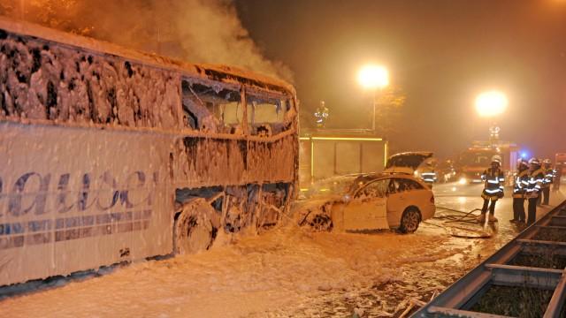 Schwerer Unfall mit Taxi und Bus in München