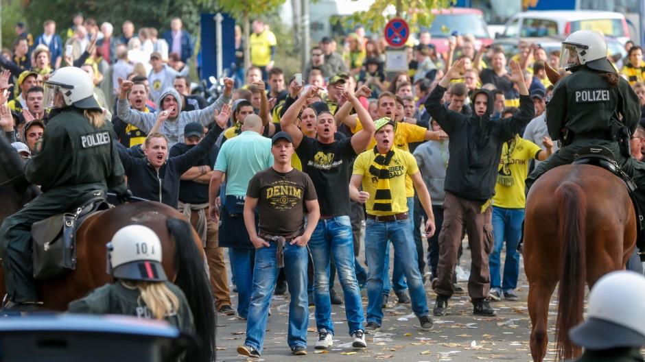 Fans randalieren beim Revierderby