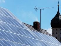 Solardach und Kirchturm