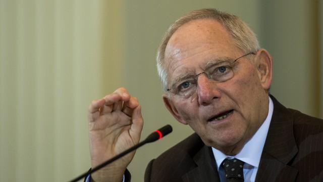 Pressekonferenz von Bundesfinanzminister Schaeuble zu Ergebnissen der Steuerschaetzung