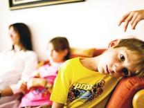 Erziehung Tipps Experten Kinder Geschwister Eifersucht Eltern Schwester Bruder Baby