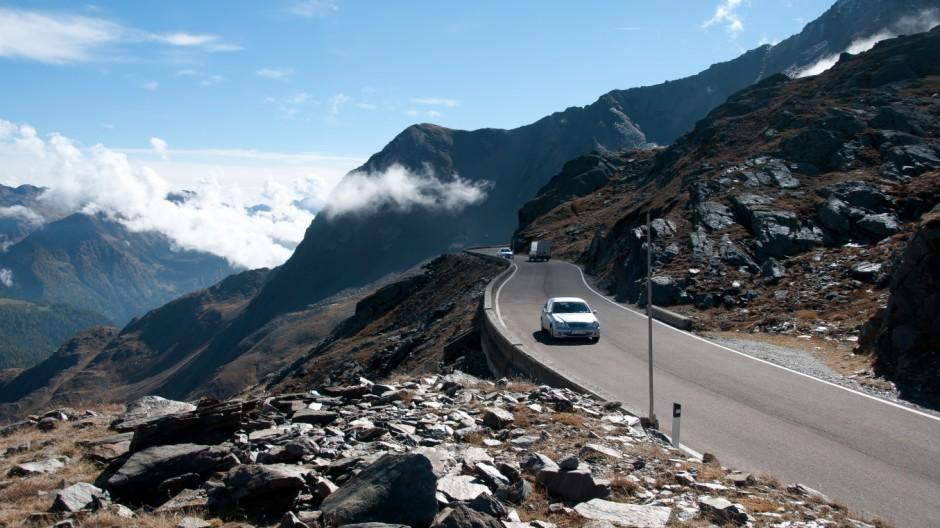 Alpenpass Durchs Gebirge mit dem Mercedes SL