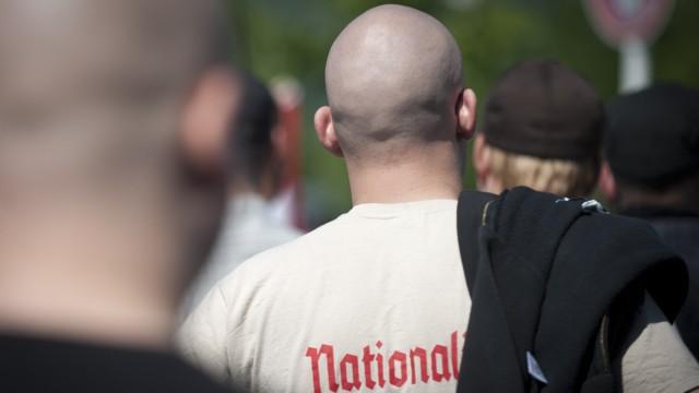 Friedrich erwartet bei NPD-Verbotsverfahren Rechtsstreit ueber V-Leute