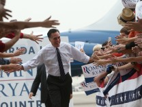 Romney Campaigns Throughout Swing States Ahead Of Presidential Election